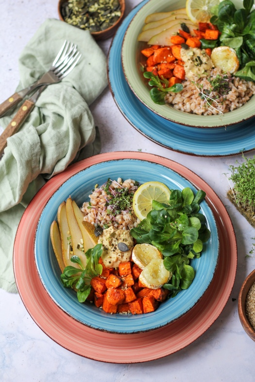 Salat Bowl mit gerösteten Süsskartoffel